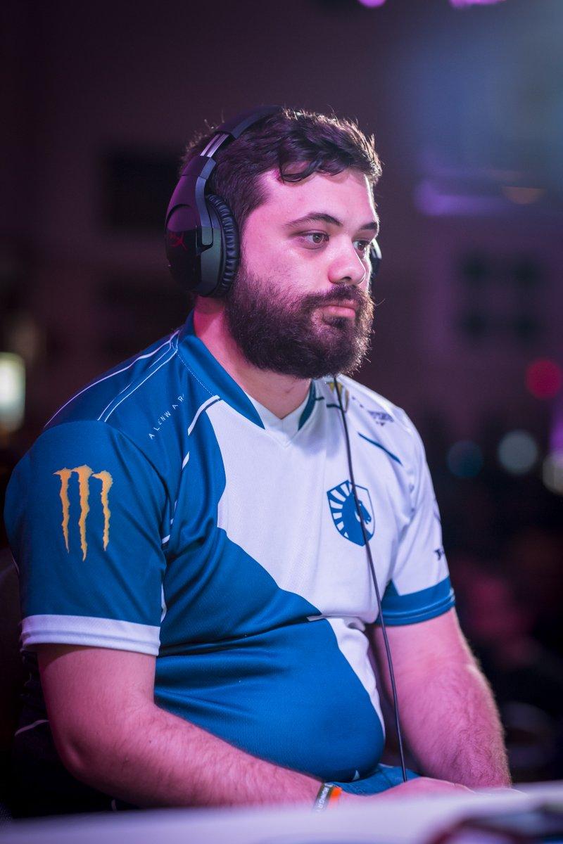Jugador de Smash gana torneo y le lanzan un cangrejo