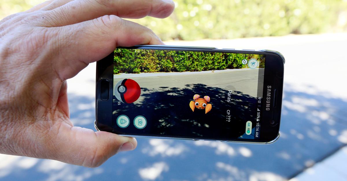 Académicos recomiendan que los adultos mayores jueguen Pokémon Go para combatir la soledad y aislamiento