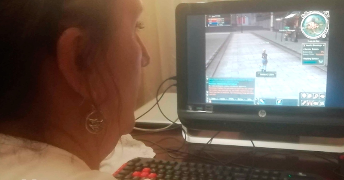 COVID-19: Una madre descarga Lineage II para jugar con su hijo que padece Síndrome de Asperger